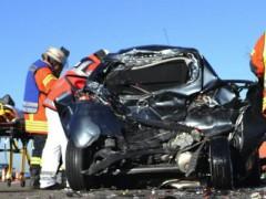 63-jähriger Pkw-Fahrer wird fast zerquetscht