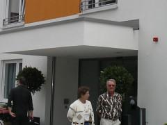 Straßenkomfort und 17 Parkplätze am Seniorenzentrum