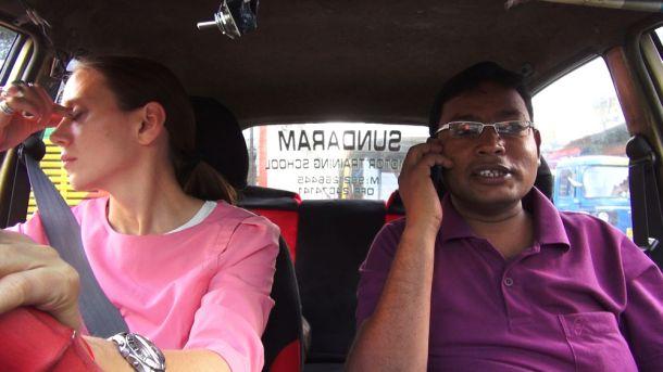 """Andere Länder andere Verkehrsregeln. """"You Drive Me Crazy"""" zeigt, beispielsweise, wie man Indien zum """"Lappen"""" kommt. Foto: Olympiakino"""